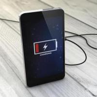 Телефон на зарядке разряжается: причины и способы их устранения