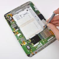 Как открыть крышку планшета?